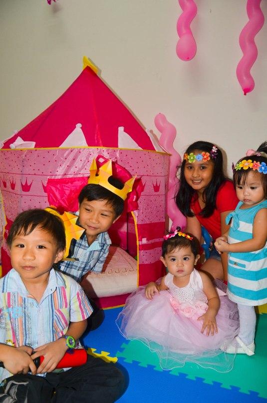 The Kiddos: (L-R: Bren, Ken, ate Sofia, Lyann and Fate)